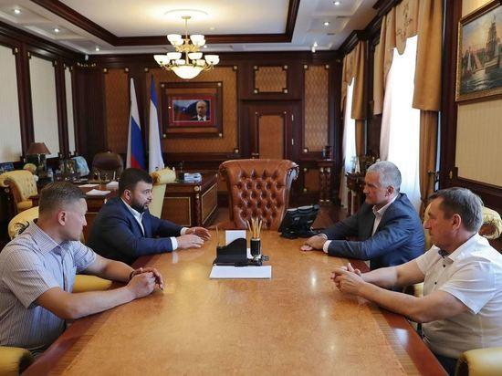 Глава ДНР приехал в Крым на встречу с властями - Аксенов