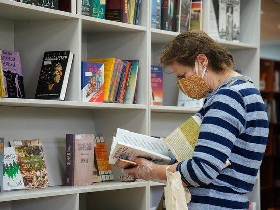 Сотни тысяч списанных экземпляров раздают читателям