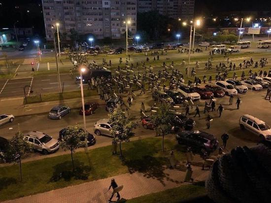 Силовики вытесняют протестующих к окраинам Минска