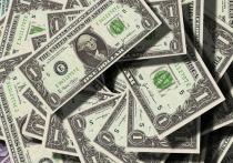 В августе российский рубль ослабнет по отношению к доллару из-за ряда факторов, среди которых кризис в Белоруссии, растущий спрос на валюту среди российских туристов, а также невысокие цены на нефть