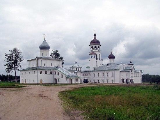 Псковские больницу и монастырь назвали очагами распространения коронавируса