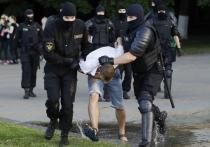 Во время сотрясающих Минск беспорядков были задержаны многие сотни активистов