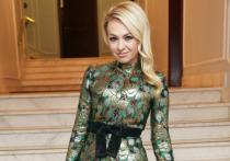 Супруга бывшего фигуриста Евгения Плющенко, телеведущая Яна Рудковская опубликовала на своей странице в Instagram видео танца на стеклянном столе