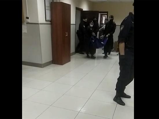 Ефремова госпитализировали из зала суда
