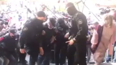 Ефремову стало плохо возле здания суда: видео