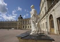 Губернатор Ленинградской области Александр Дрозденко предложил властям Санкт-Петербурга отдать в собственность Ленинградской области Гатчинский дворец и парк