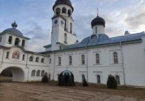 В Крыпецком монастыре – строгий карантин, в Печорском – дезинфекция