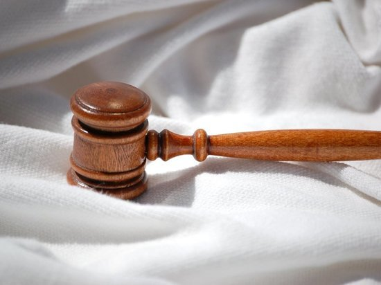 Сорочинского предпринимателя осудят за взятку участковому