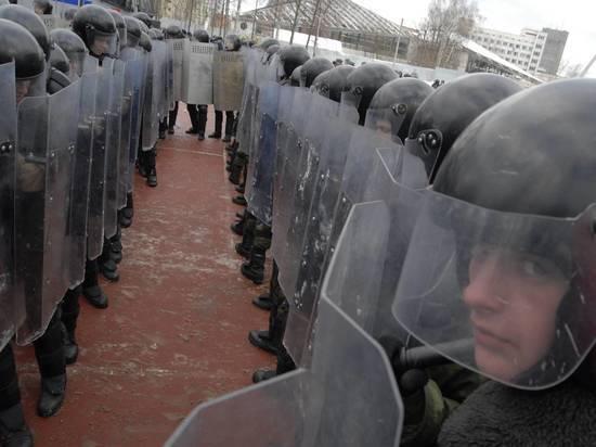 СМИ сообщили об экстренных учениях московской полиции со щитами