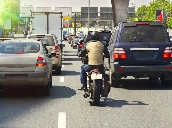В Алматы намерены потеснить грузовики и мотоциклы в интересах велосипедистов