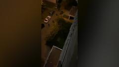 На бойцов белорусского ОМОНа с высоты сбросили дверь: видео