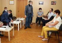 Власти встретились с обманутыми дольщиками дома на Баженова