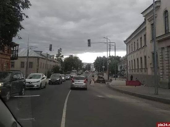 Новый светофор появился на улице Л.Поземского в Пскове