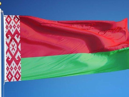 Люди выстроились в «цепь солидарности» в Москве у посольства Белоруссии