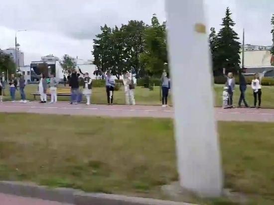 Цепи протестующих против жестокости появились в городах Белоруссии