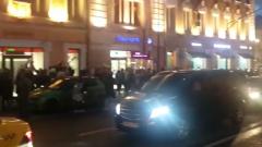 От посольства Белоруссии в Москве пошла огромная колонна недовольных