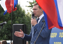 Дегтярев пожаловался на белорусские флаги митингующих в Хабаровске