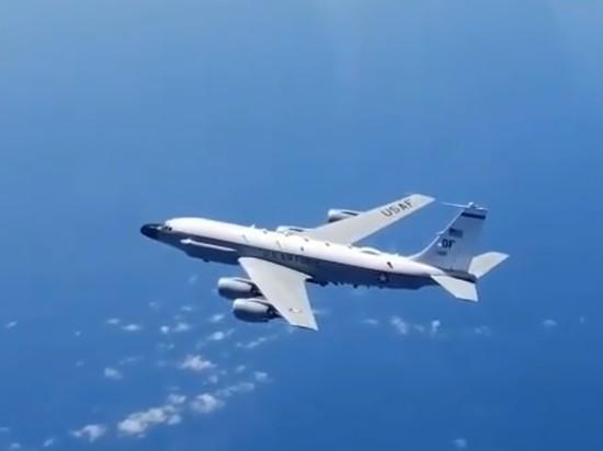 «Американцы» RC-135 и Р-8А «Посейдон» занимались разведдеятельностью у границ РФ