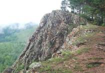 «Дерево» для свадебного обряда появилось на «Скале любви» в Забайкалье