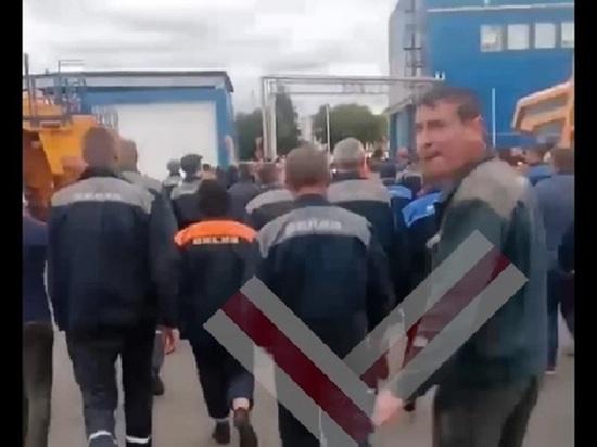 """В """"БелАЗе"""" отреагировали на сообщения о массовой забастовке на заводе"""