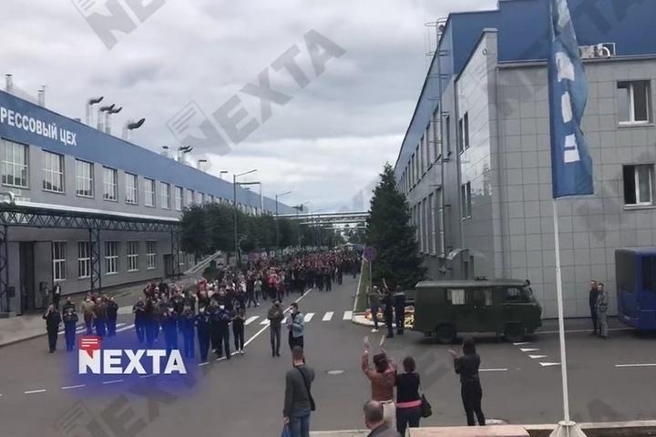 Работники БелАЗа потребовали отставки Лукашенко