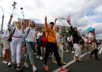 """Многие недовольные Александром Лукашенко белорусы, которые вышли на протесты после выборов, говорили нам, что одной из """"последних капель"""" в их отношении к Батьке стал так называемый декрет о тунеядстве"""