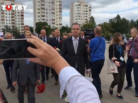 Европейские послы возложили цветы к месту гибели протестующего в Минске