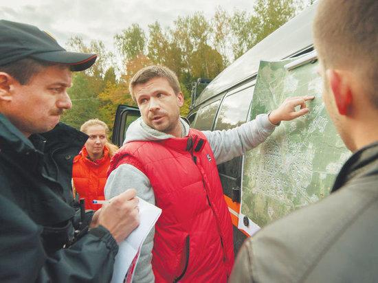 Все побежали, и я побежал, потому что сбор грибов — наша любимая национальная забава. Нигде больше не пропадает столько людей в лесах, как в России.  С начала сезона, а в этом году он начался в мае, отряд «ЛизаАлерт» принял 1567 заявок на поиск людей в лесу, из них 336 только по Московской области за один месяц — июль! Всего 1397 человек найдены живыми, 56 — погибшими, 79 пока числятся пропавшими…