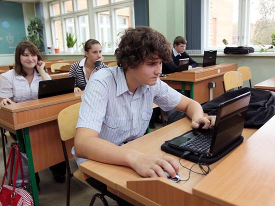 Московским учащимся пропишут время входа и выхода из школ