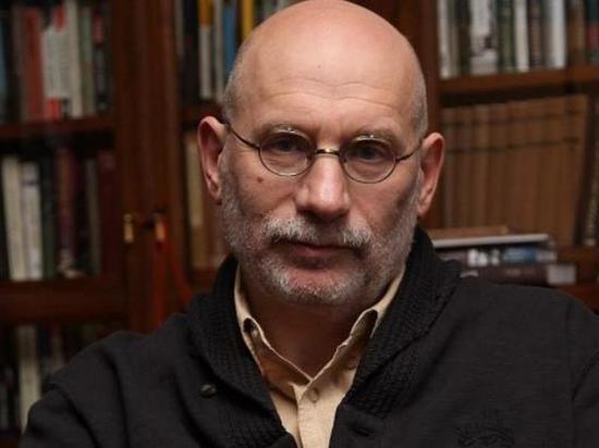 По словам российского писателя Бориса Акунина, ему невыносимо наблюдать, «как европейское государство превращается в какое-то Гаити времен Папы-Дока»
