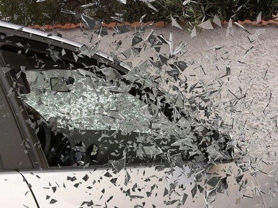 Юный водитель без прав врезался в столб