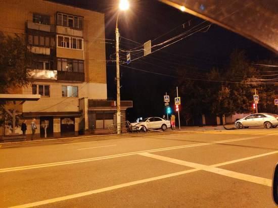 Две легковушки столкнулись на перекрестке в Твери