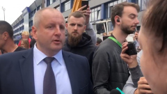 Протестующие БелАЗа завалили мэра Жодино жесткими вопросами: кадры народного гнева