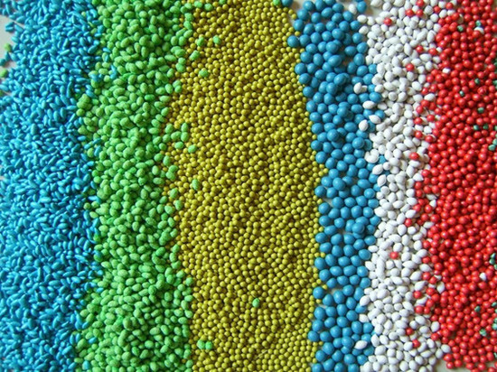 В Оренбургской области семена растений раскрашивают в яркие цвета