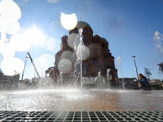 В Волгограде протестировали работу фонтана у храма Александра Невского