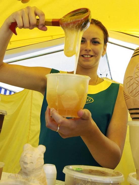 Диетолог объяснила для кого мед не лекарство, а яд