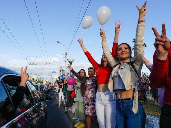 """События в Белоруссии развиваются с такой скоростью и в таком направлении, что вопрос уже не в том, выполнит ли Лукашенко требование своих сограждан: """"Уходи!"""", - а когда выполнит"""