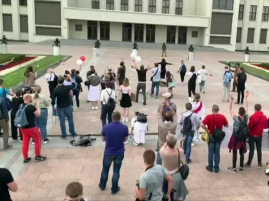 Протестующих оттеснили от Дома правительства в Минске