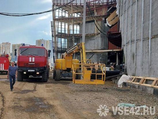 В Кемерове горел строящийся ледовый дворец «Кузбасс»
