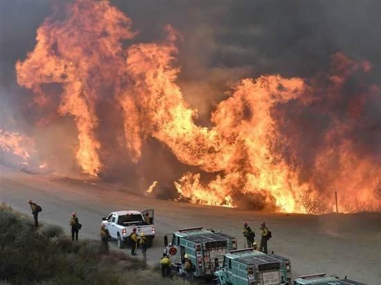 Пожарные не могут локализовать пожары в штате Калифорния