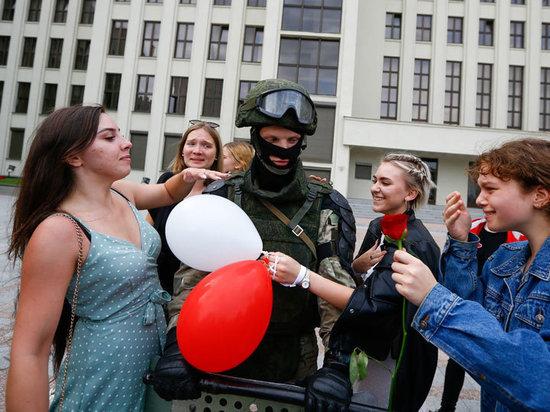 Белорусский президент Александр Лукашенко после масштабных протестов в стране на совещании с членами Совета безопасности заявил о начале агрессии против Белоруссии