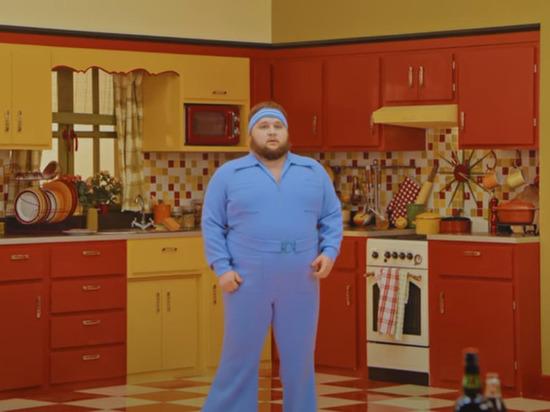 Пухляш с Алтая снялся в новом клипе Little Big. Там он не танцует
