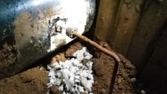 Похитители нефти воровали топливо через тоннель: видео с места преступления