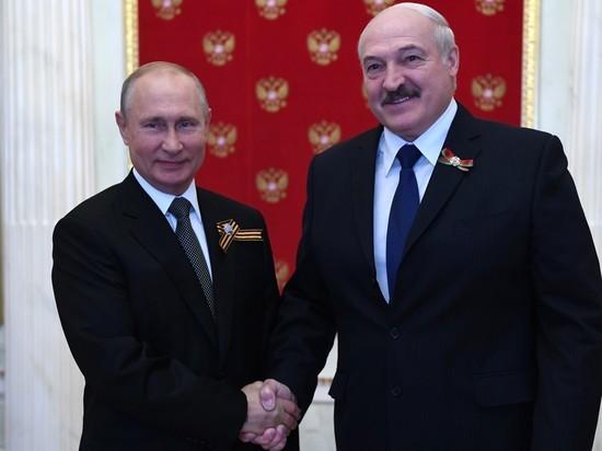 Президент Белоруссии Александр Лукашенко и президент России Владимир Путин провели телефонные переговоры, в ходе которых обсудили ситуацию, складывающуюся вокруг республики