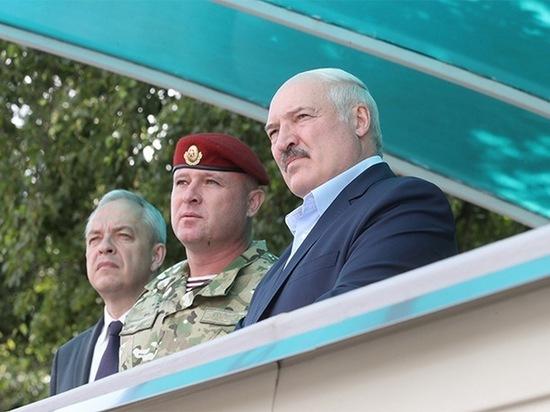 Президент Белоруссии Александр Лукашенко после проведенного телефонного разговора с российским лидером Владимиром Путиным выехал в Генштаб Минобороны Белоруссии