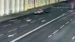 В Петербурге водитель протащил за машиной инспектора ДПС: видео