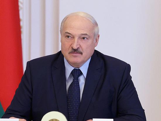 """Лукашенко призвал протестующих """"быть мужиками"""""""