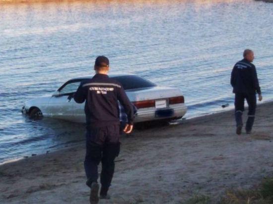 На паромной переправе Якутска нашли утопленную машину с телом