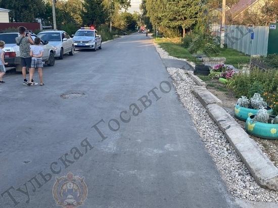 В Щекино сидящую на бордюре девочку сбила иномарка