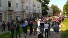 В Минске бастующие рабочие пошли к зданию телецентра